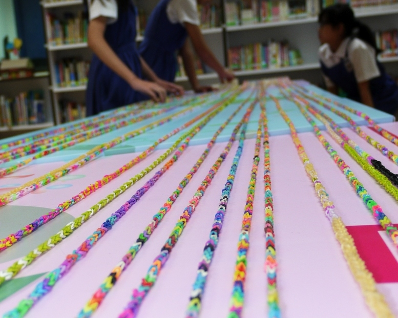 Longest Chain Made Of Rubber Band Bracelets Singapore