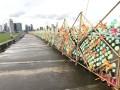 longest sculpture made of plastic bottles (2)