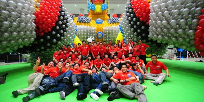 World's Largest Single Sculpture Made Of Balloons