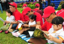 Most Number Of Fathers And Children Reading Together