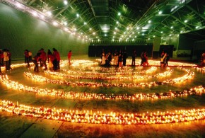 World's Largest Flaming Image Using Candles