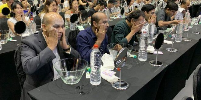 Most Number Of People Doing Facial Cleansing At The Same Time