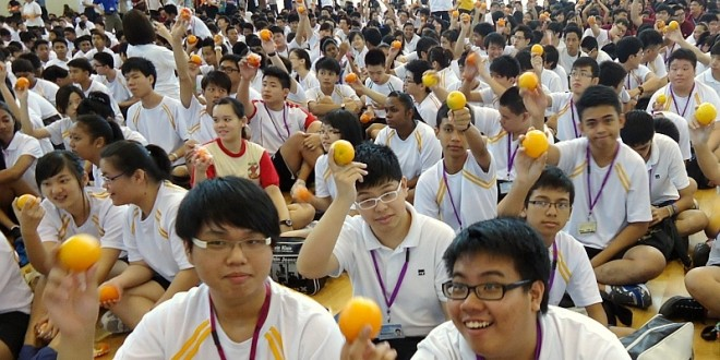 Most Number Of People Eating Oranges Together