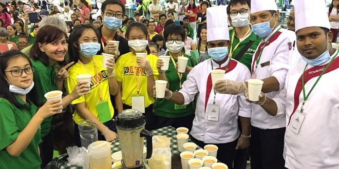 Most Number Of People Drinking Smoothies At The Same Time