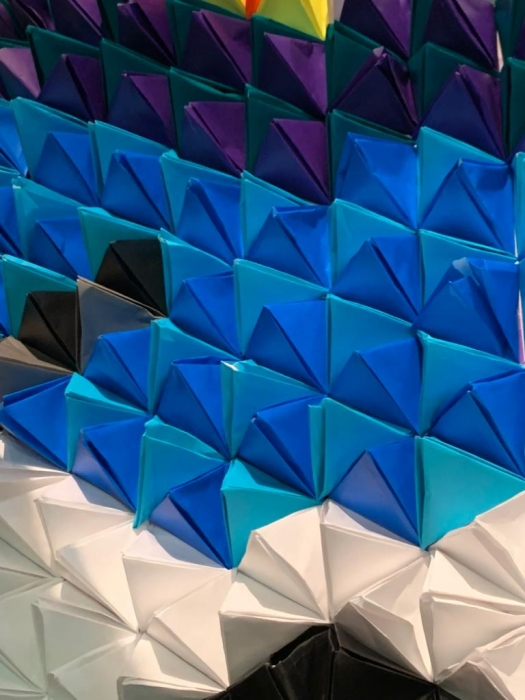 Largest-Display-Of-Origami-Pyramids10