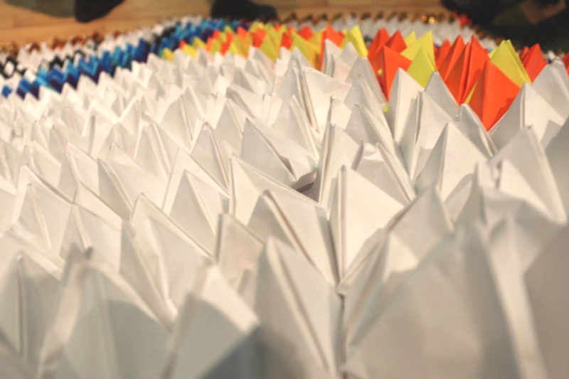 Largest-Display-Of-Origami-Pyramids3