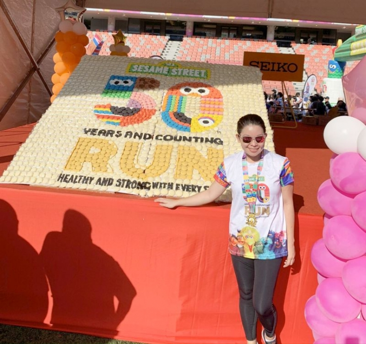 Largest-Logo-Made-of-Cookies-11