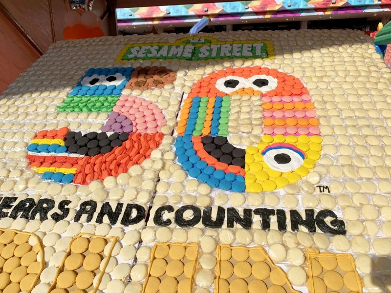 Largest-Logo-Made-of-Cookies-2