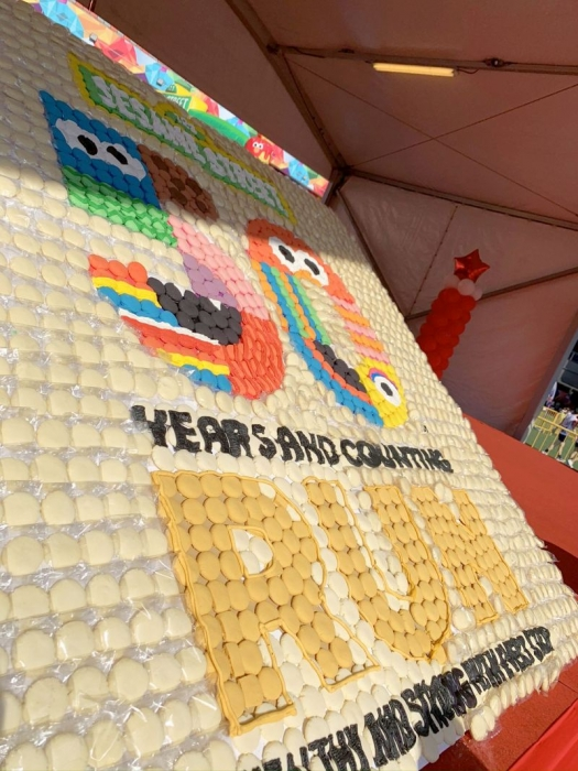 Largest-Logo-Made-of-Cookies-9