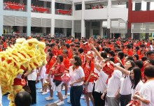 Most Number Of People Carrying Hongbao Lanterns
