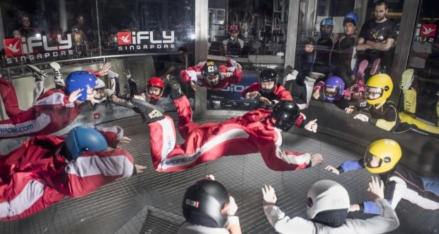 World's Most Skydivers In A Wind Tunnel