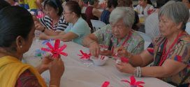Most Number Of People Painting Plastic Bottle Flowers Together